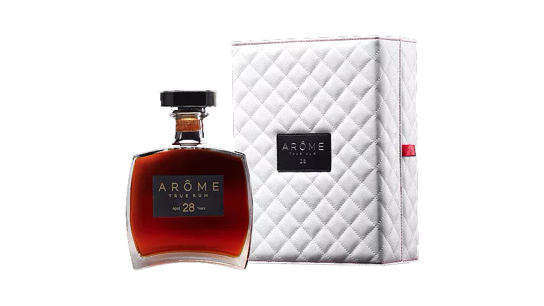 ARÔME 28 Founder's Reserve rum bottle